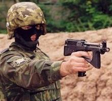 PP-2000を構える兵士